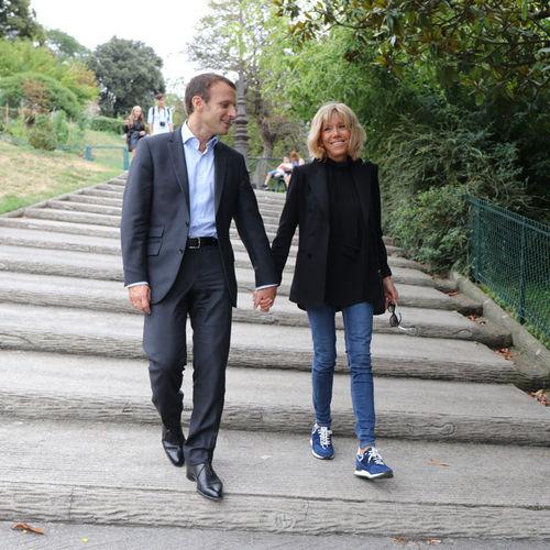 Emmanuel-Macron-et-sa-femme-Brigitte-Trogneux-le-04-septembre-2016_square500x500.jpg