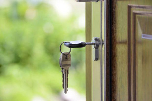 buying-house-750x498.jpg