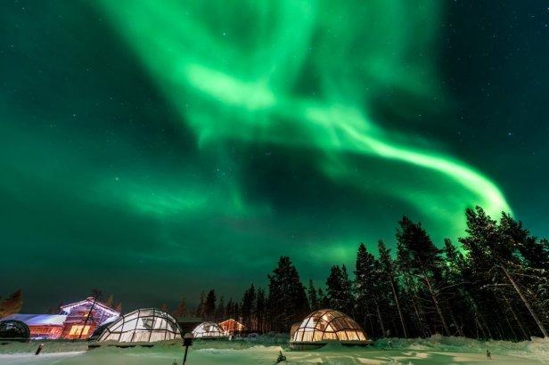 Finland-Igloo-Aurora.jpg